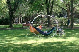 pourquoi ne pas amener son hamac dans les parcs c line forget outremont. Black Bedroom Furniture Sets. Home Design Ideas