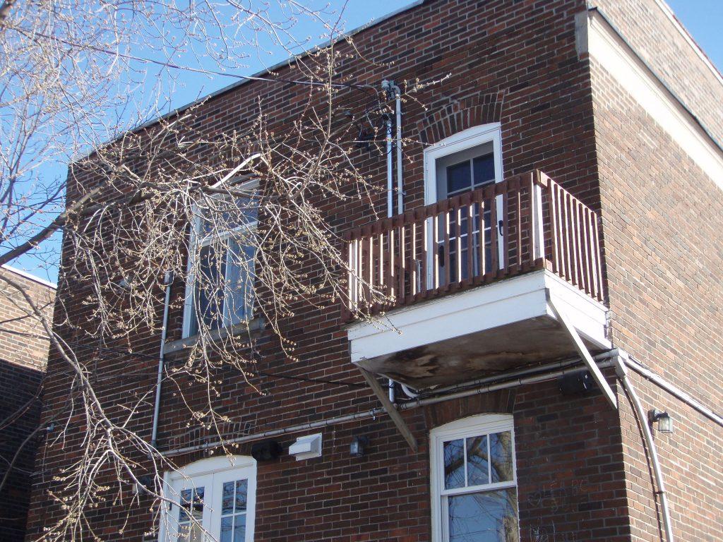 vieux balcon à remplacer